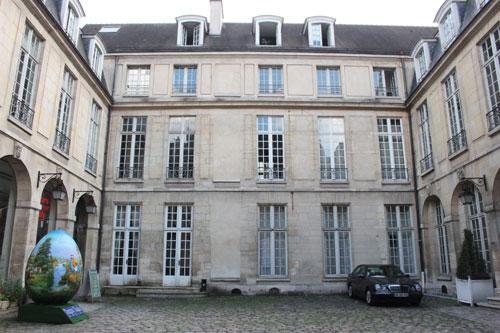 L'hôtel de Coulanges - La façade sur cour