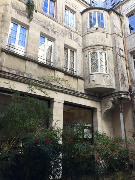 L'hôtel Titon : l'aile gauche dans la cour