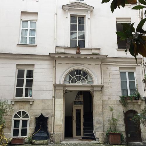 La maison des Trois Chapelets : le bâtiment situé en fond de cour
