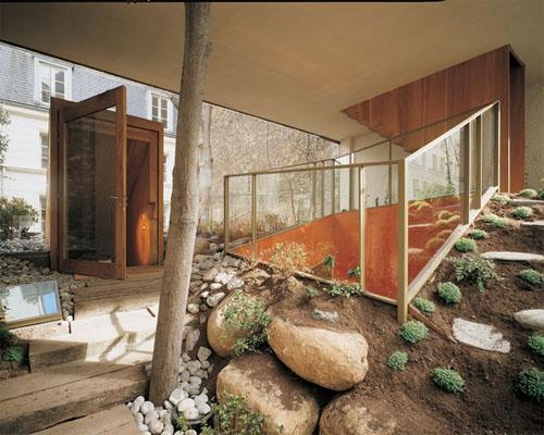 La maison Galvani : le rez-de-chaussée traité en jardin intérieur