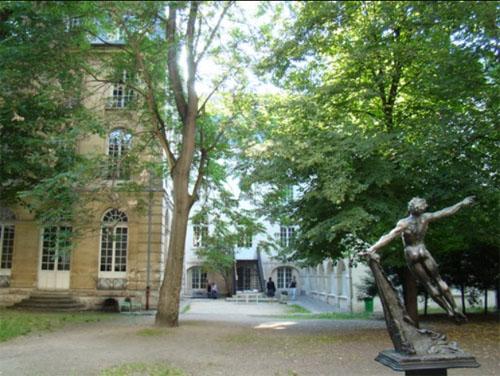 Le pavillon Louis XV et le jardin