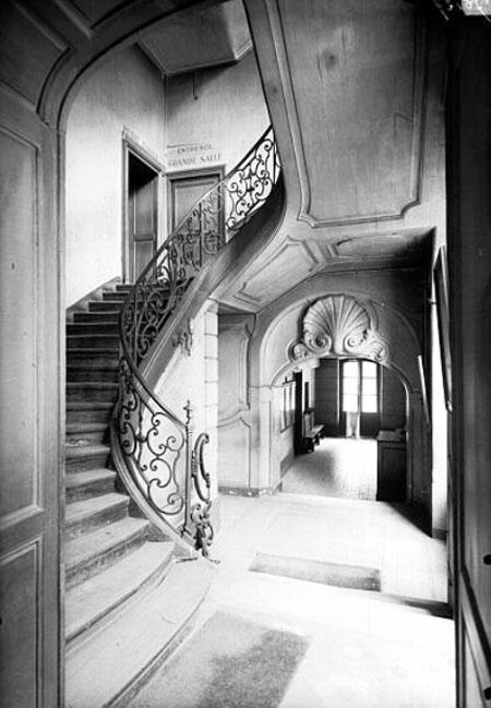 L'escalier à vide central et sa magnifique rampe