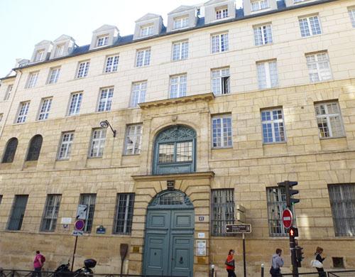Le collège des Ecossais : la façade sur rue