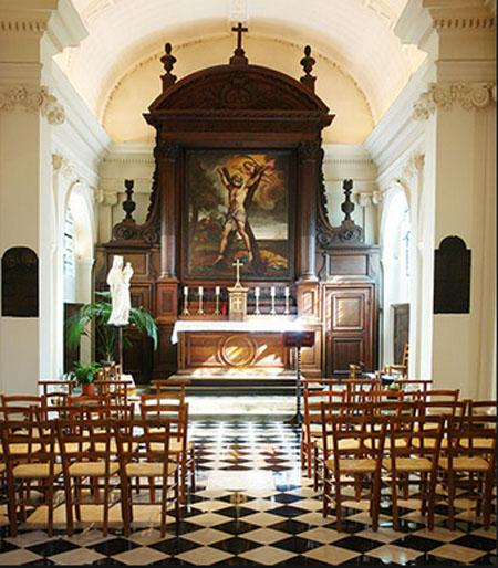 Le collège des Ecossais : la chapelle avec au fond le maître-autel