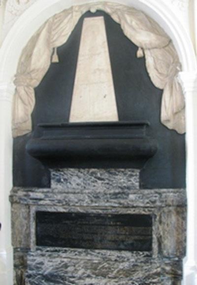 Le collège des Ecossais : le monument renfermant le cerveau de Jacques Stuart
