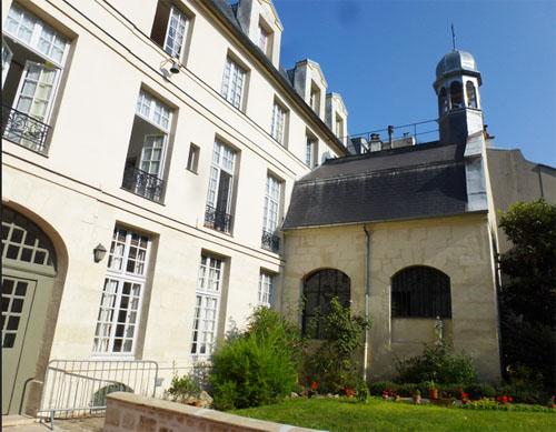 Le collège des Ecossais : la chapelle ajoutée perpendiculairement au bâtiment du collège