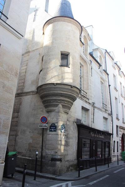 L'hôtel des abbés de Fécamp : la tourelle à l'angle de l'hôtel