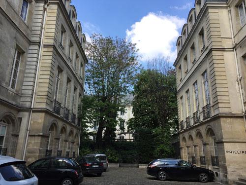 L'hôtel Samuel Bernard : les deux ailes perpendiculaires au bâtiment sur rue
