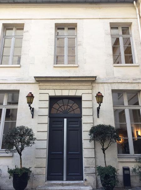 L'hôtel de Brossier : la porte d'entrée de l'aile gauche