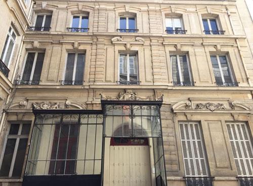 L'hôtel de Waresquiel : la façade sur cour