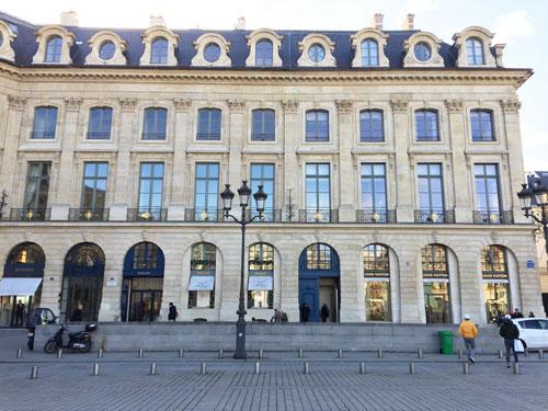 L'hôtel Heuzé de Vologer (partie de gauche) et l'hôtel Marquet de Bourgade (partie de droite) : la nouvelle boutique Louis Vuitton