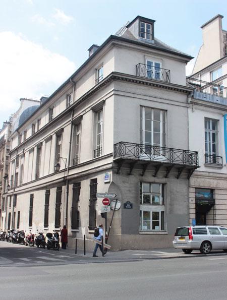 L'hôtel de Mailly-Nesle : l'aile orientale, seul vestige de l'hôtel d'origine. A l'intérieur sont conservés de beaux décors anciens