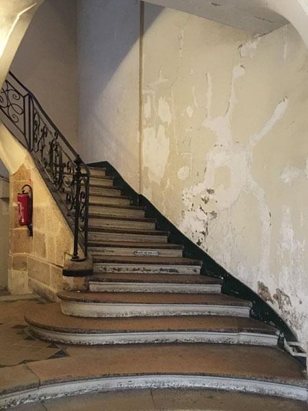 La maison Mariette : l'escalier de la maison au fond de la 2e cour