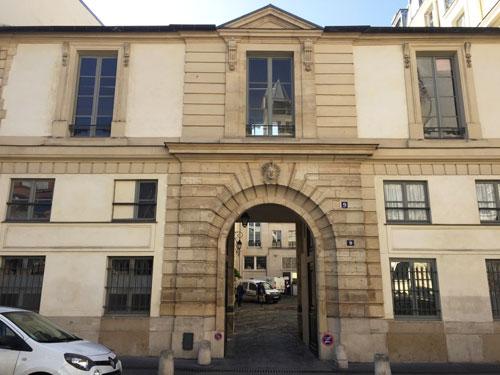L'hôtel Neyret de La Ravoye : le portail et le bâtiment sur rue
