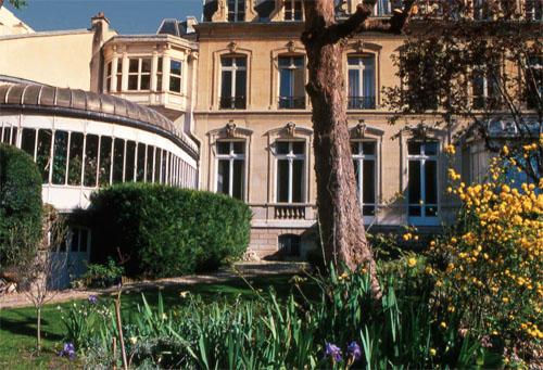 L'hôtel Blémont : La façade sur le jardinS