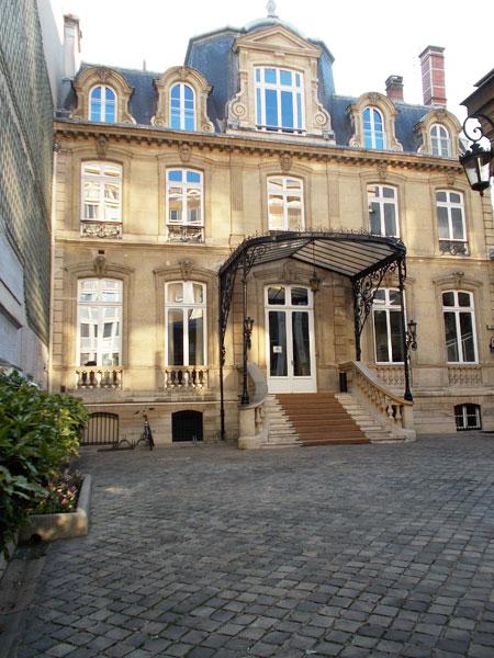 L'hôtel Blémont : La façade sur cour
