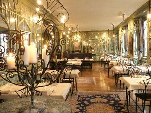Le Bouillon Racine : la salle décorée dans le style Art nouveau