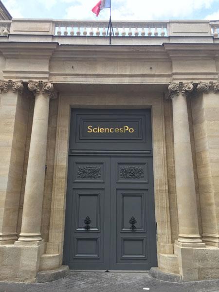 L'hôtel de La Meilleraye : le portail à colonnes et pilastres ioniques