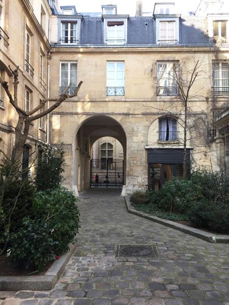 Les vestiges de l'hôtel de Mesmes : corps de bâtiment donnant sur le passage Sainte-Avoye