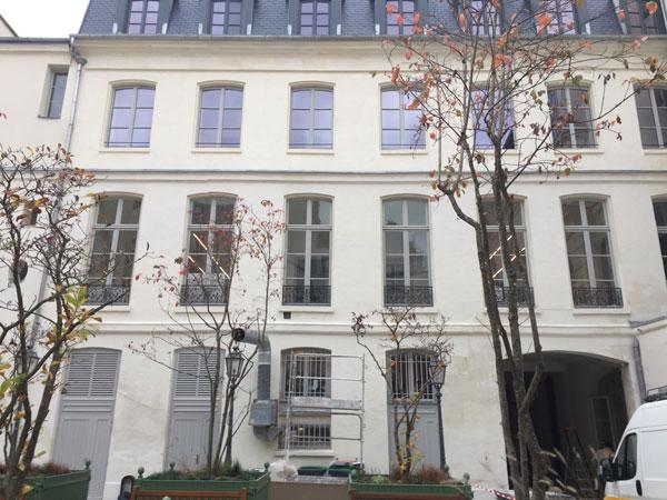 L'hôtel Cromot du Bourg : la façade donnant sur la cour