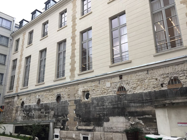 L'aile gauche de l'hôtel vue de la cour du n°7 rue Cadet