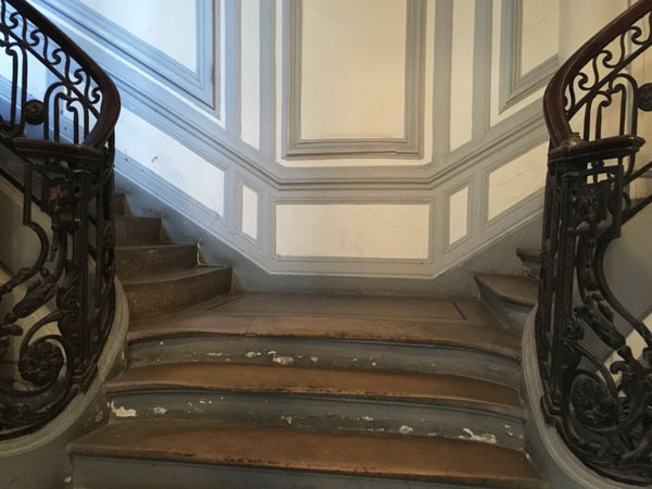 L'hôtel Colmet d'Age : le départ de l'escalier