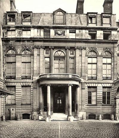 L'Hôtel de Sénecterre : la façade sur cour (photographie ancienne)
