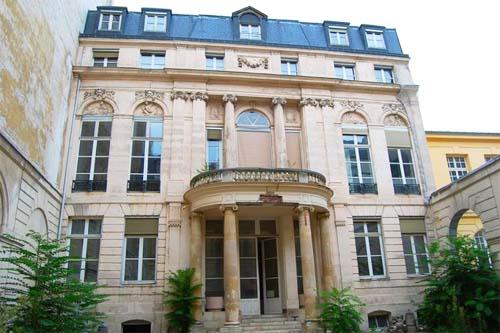 L'Hôtel de Sénecterre : la façade sur cour avant restauration