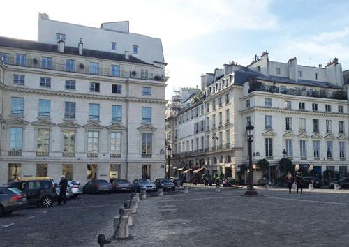 La place du Palais-Bourbon : immeubles au Sud de la place ouvrant sur la rue de Bourgogne