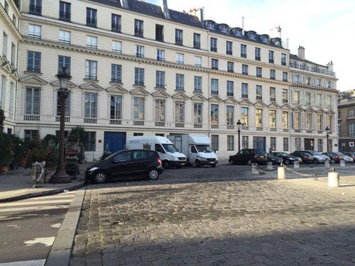 La place du Palais-Bourbon : immeubles donnant à l'Ouest