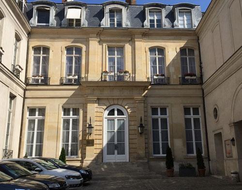 L'hôtel Hocquart : la façade sur cour