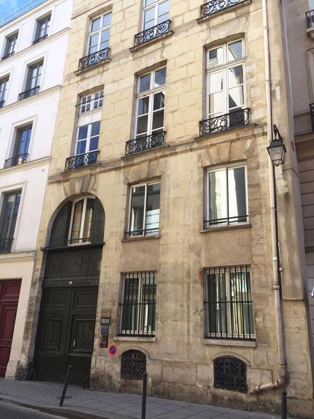 Hôtel Le Normand d'Etiolles : le bâtiment sur rue