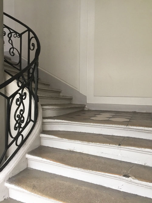 L'hôtel Le Normand d'Etiolles : l'escalier
