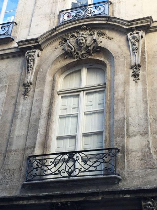 La maison Oppenord : détail de la fenêtre centrale au 1er étage