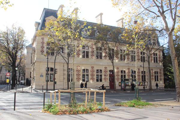 La mairie du 12e arrondissement : façade latérale