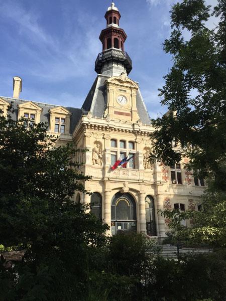La mairie du 12e arrondissement : le pavillon coiffé d'un campanile