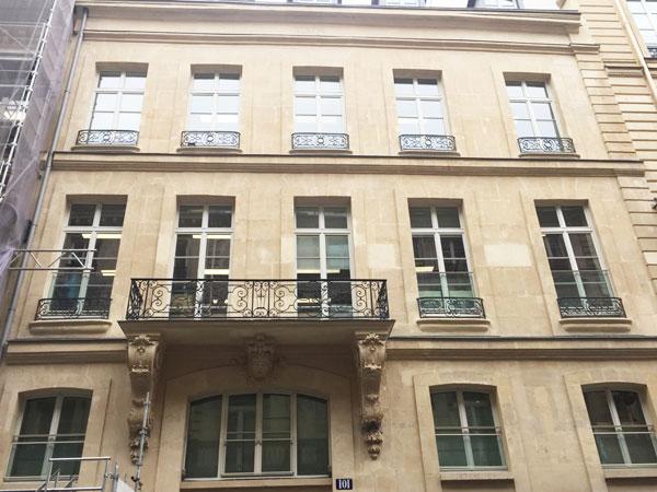 L'hôtel Terray de Rozières : la façade sur rue