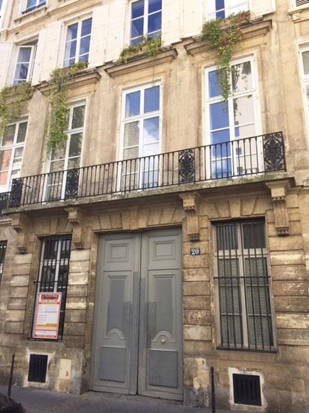 La maison Blondel : le balcon reposant sur des consoles à glyphes