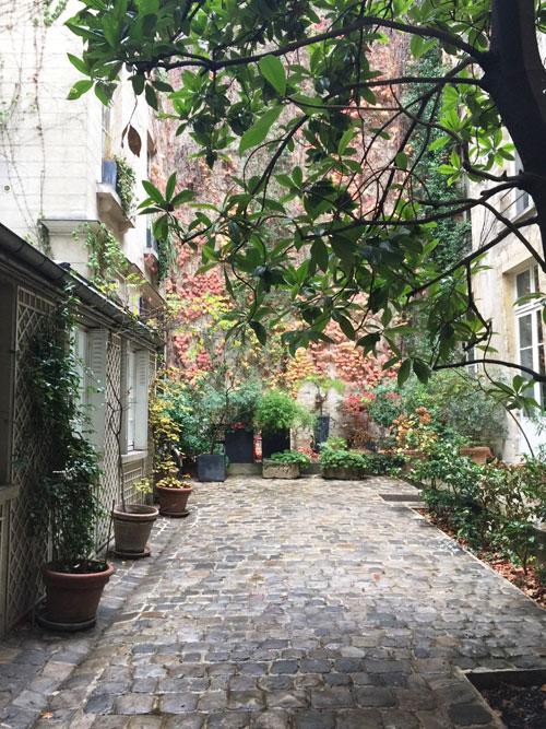 L'hôtel de La Grange Trianon : la cour
