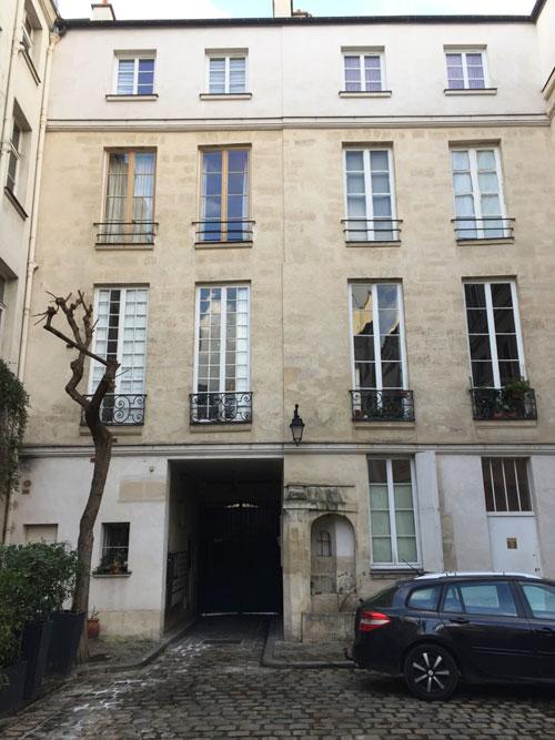 L'hôtel Bence : façade sur cour du logis