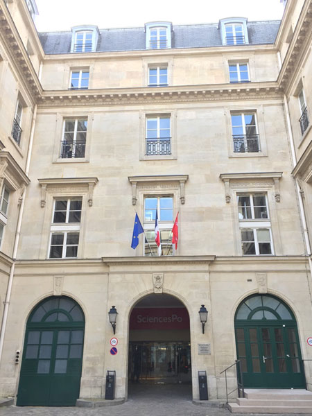 L'hôtel Feydeau de Brou : le corps de logis en fond de cour