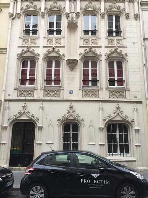 Madame Christine : la façade néo-gothique