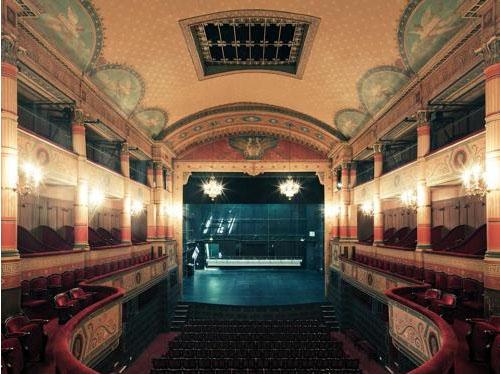 Le théâtre à l'italienne et son décor pompéien