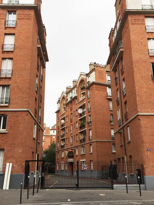 Les HBM Rue Brillat-Savarin : l'une des deux portes d'entrée