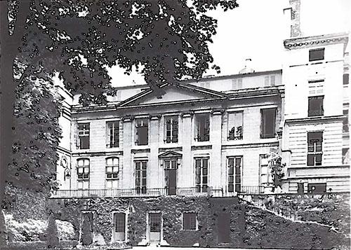 L'hôtel de Jaucourt : la façade sur le jardin