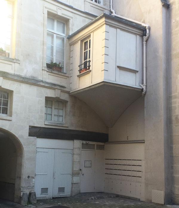 L'hôtel Le Charron : le cabinet sur trompe