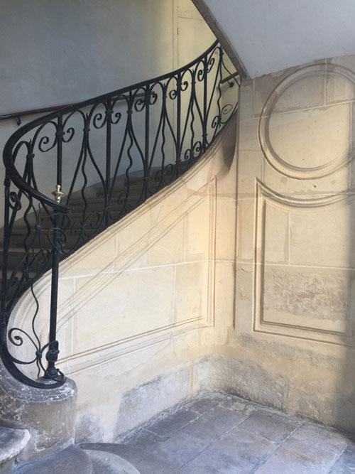 L'hôtel Le Charron : l'escalier C
