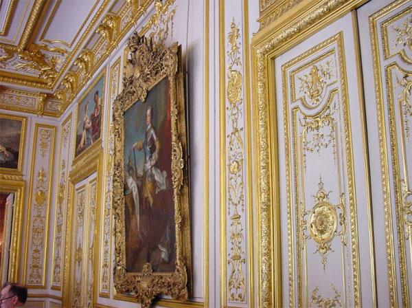 L'hôtel de Marigny : boiseries dorées d'un des salons