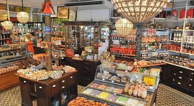 A la Mère de famille : la boutique historique, rue du Faubourg Montmartre