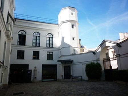 L'hôtel Paul Delaroche : la cour intérieure